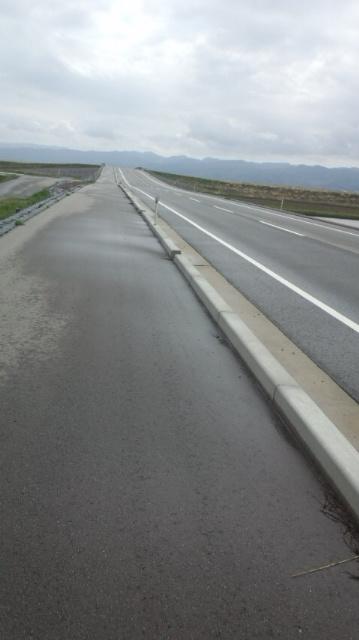 自転車にやさしくない佐渡の道路